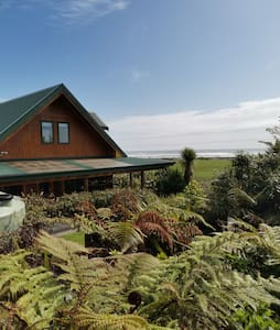 The Log House Retreat, Nikau, West Coast