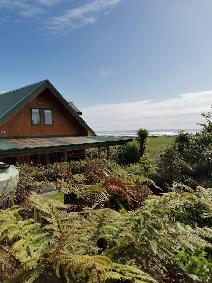 The Log House Retreat, Nikau, West Coast