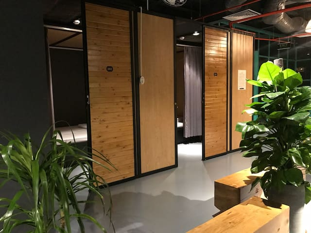 Stingray Hostel - Private room near the airport
