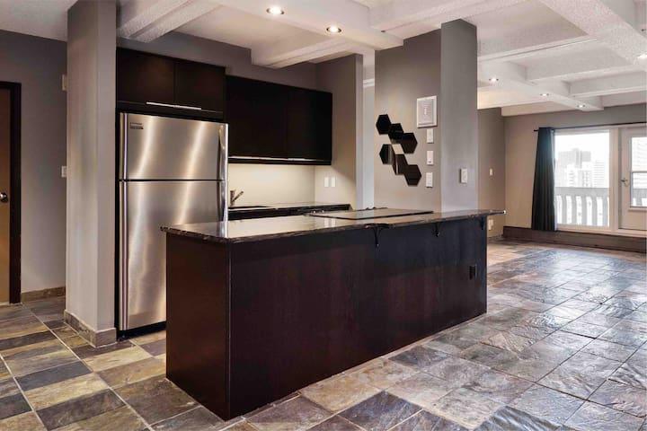 Slate, granite, stainless steel, top floor