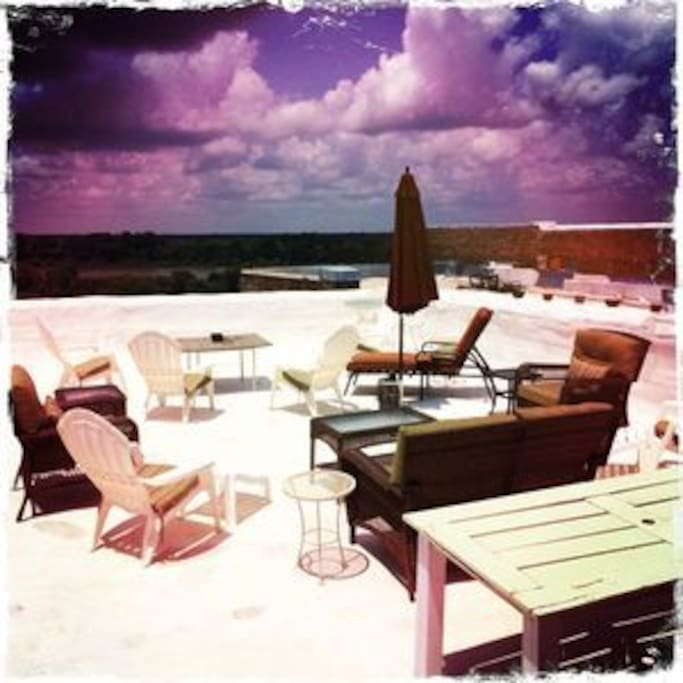 A day of sunbathing and relaxing on the roof terrace!