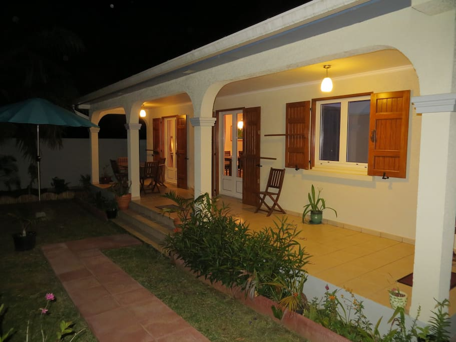La Villa Bel Ombre est maison de 110m2 entièrement équipée qui vous accueillera pour un séjour des plus confortables.