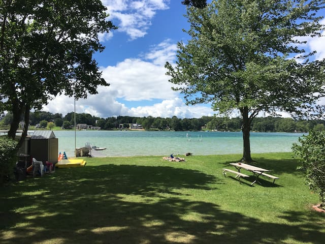 Cozy Lakefront Cottage - Wayland - Andere