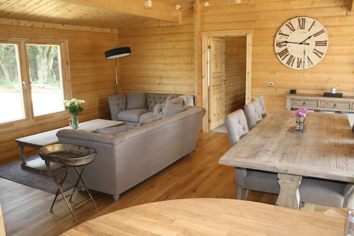 Luxury Lodge in a Stunning, Rural, Lake Location