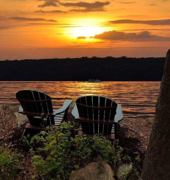 Sunset View LAKEFRONT Cabin on Lake Wallenpaupack