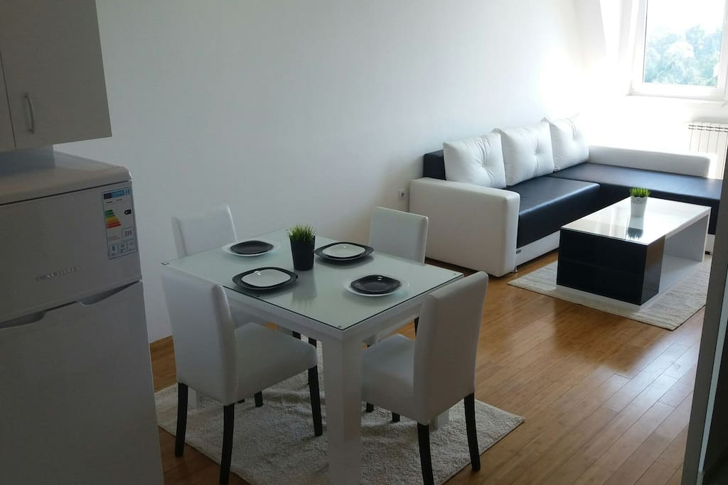 Fully equipped & functional kitchen & dining room space