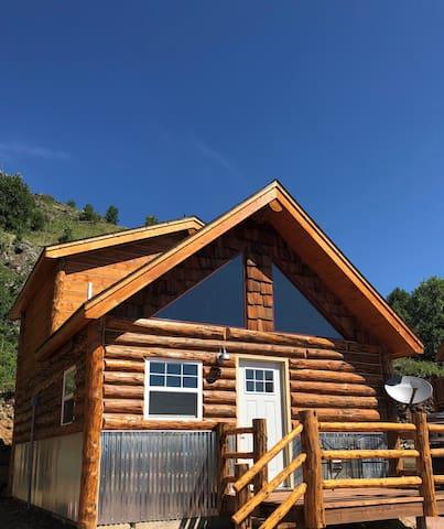 Big Mountain Cabins - Cabin #4 - Sleeps 2 to 6