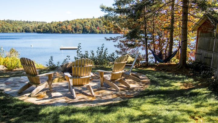 Millstone, a Tranquil Lake-side Cottage
