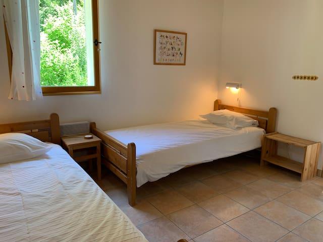 Domaine la Pique, Tournesol, second bedroom with private balcony