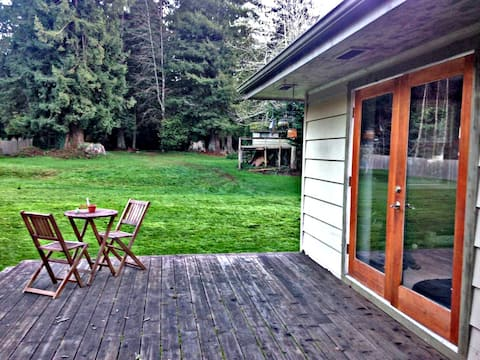 ☆ Redwood Retreat; Massive Yard, Self Check-In