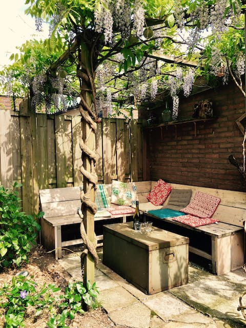 Cosy house with garden, close to city centre