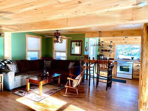 Adirondack Cozy Cabin Getaway (Linens Included)