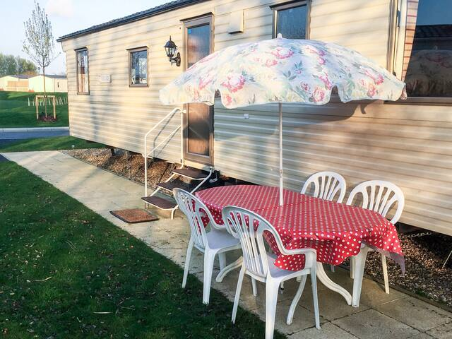 Modern Caravan at Tattershall Lakes Country Park - Tattershall - Other