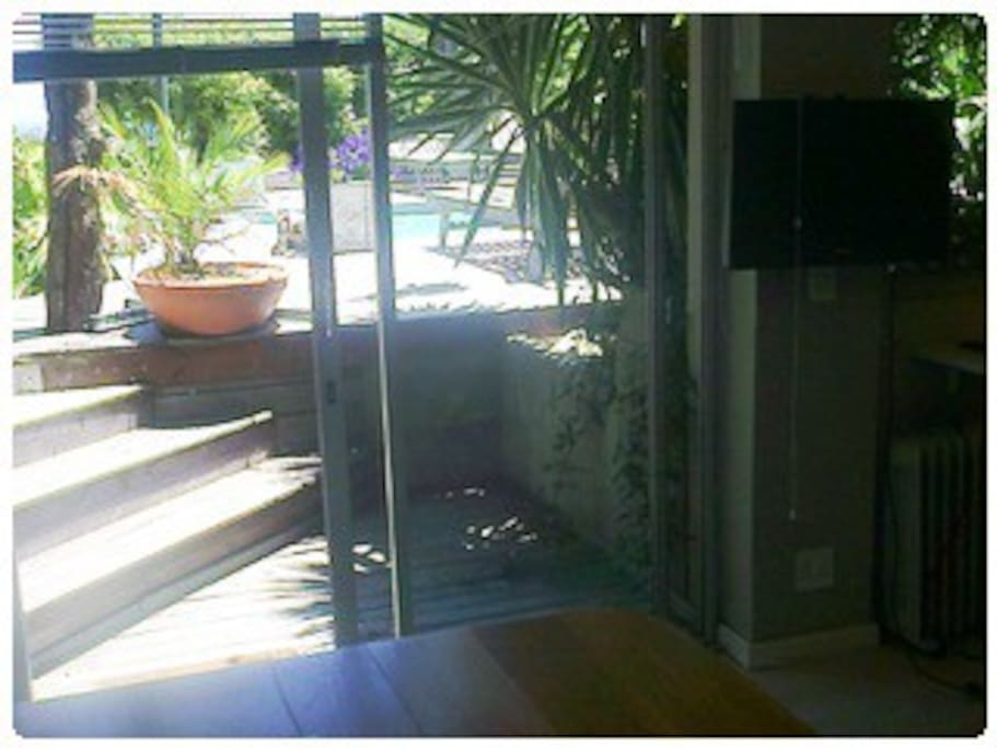Direct access to the pool from the studio apartment.