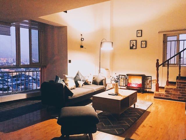 斑布复式公寓投影大床房