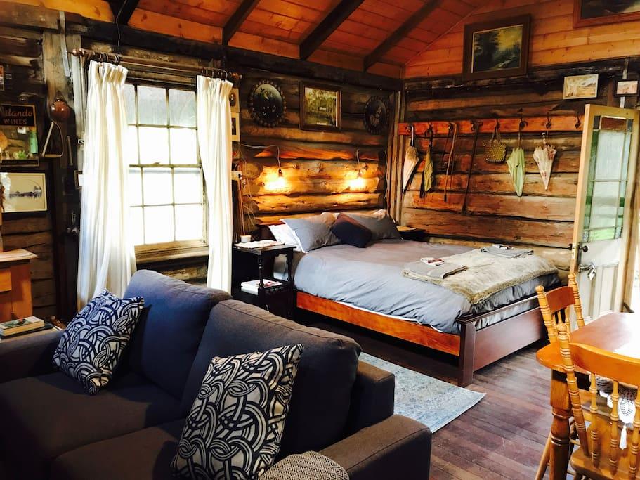 Leura log cabin cabins for rent in warracknabeal for Log cabins victoria