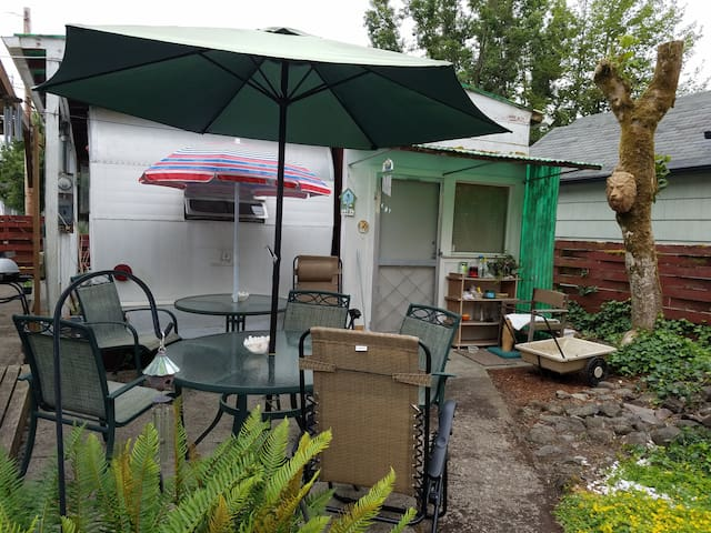Furnished Studio in downtown  Albany, OR
