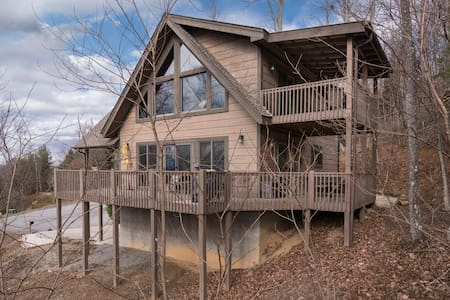 Secluded Luxury Mountain Cabin with views, hot tub - Hendersonville - Cabaña