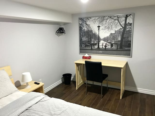 20% OFF Downtown TO Trinity Bellwoods Cozy Bedroom