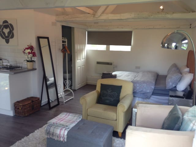 Cosy and chic studio B&B - Epping Upland - Bed & Breakfast