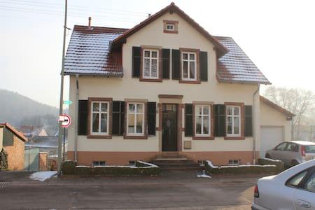 Gemütliches Ferienhaus am Wald - Rehlingen-Siersburg - Rumah