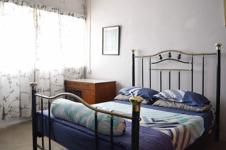 Cosy Room (3 mins walk from Bus Terminal)