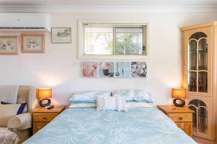 Queen Size Bed with Side Tables and Lamps