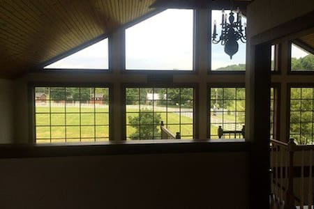 Horse Farm Barn Apartment - Knoxville - Cabane