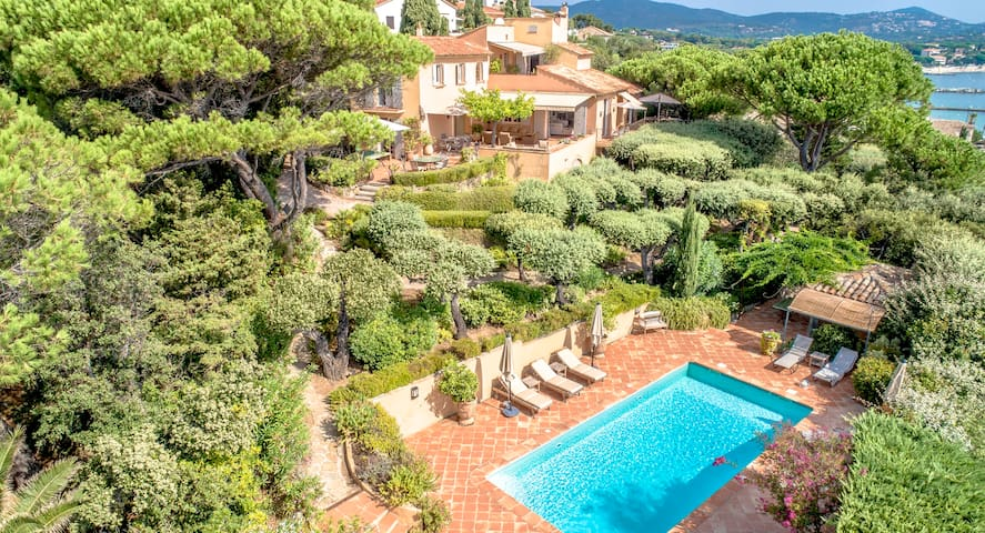 Luxury villa with a fantastic view on St Tropez