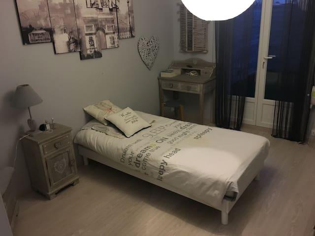 Chambre 1 personne à 10 mn de la plage - Le Havre - Şehir evi