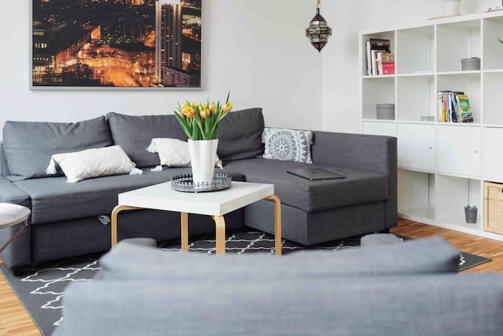 Das Sofa lässt sich ausziehen und so  in ein gemütliches 1,60m breites Bett verwandeln.