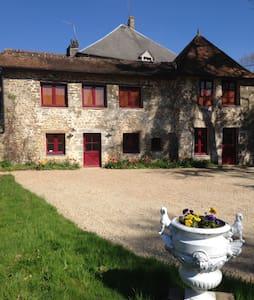 La Coquerie, maison de charme dans un grand parc