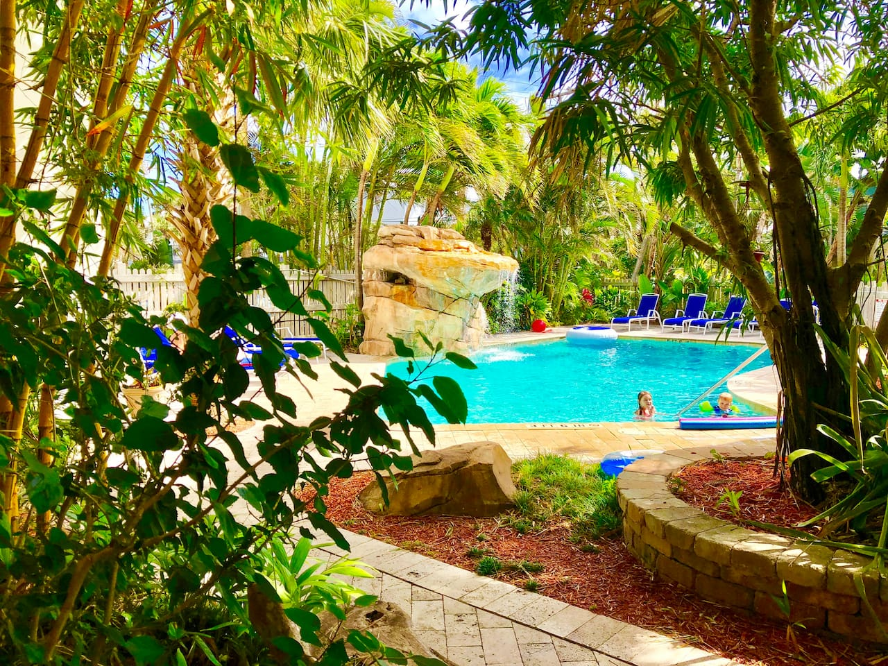 Modern Tropical 2BR for 6 | Pool, Kitchen, Beach - Apartments for ...