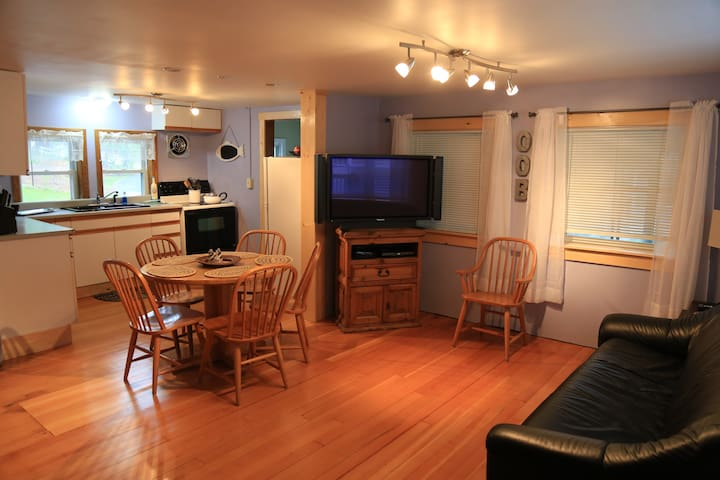 15A Perfect Location! 5 minute walk to Beach/Pier. - Old Orchard Beach - Huis