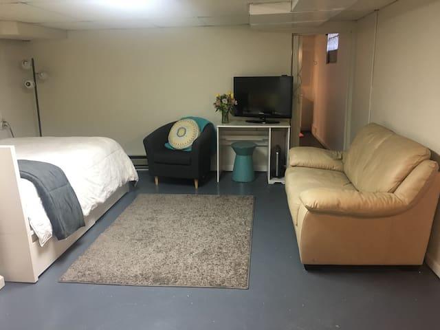 Studio Apartment w/ private entrance & driveway - ซินซินแนติ - อพาร์ทเมนท์