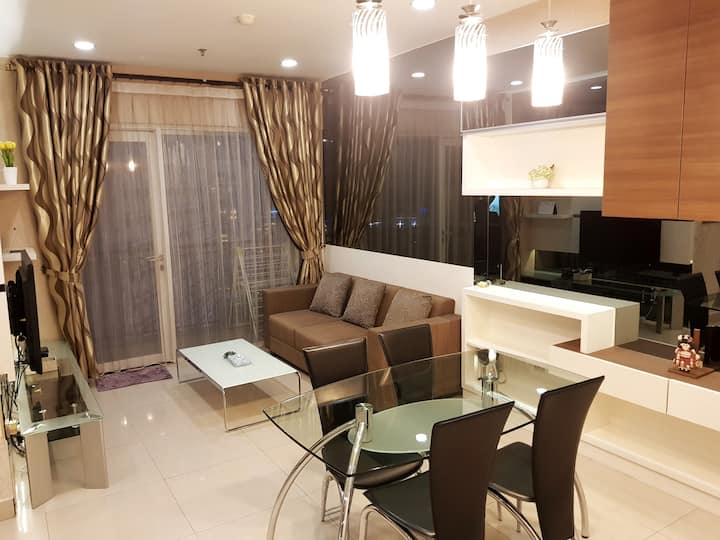 Modern 2 BR Apartment in CBD Jakarta with Netflix