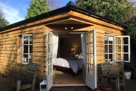 Luxury Private Cabin on an Island - Shepperton
