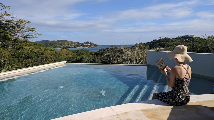Spacious 3 bedroom villa, infinity pool, sea views