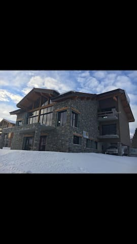 NEW 2-Bedrooms  in Luxury Chalet 3 min from slopes