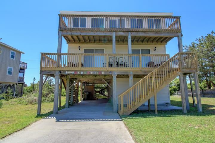 Parrothead Inn 4 Bedroom 2 Bath Semi-Oceanfront Home in Nags Head