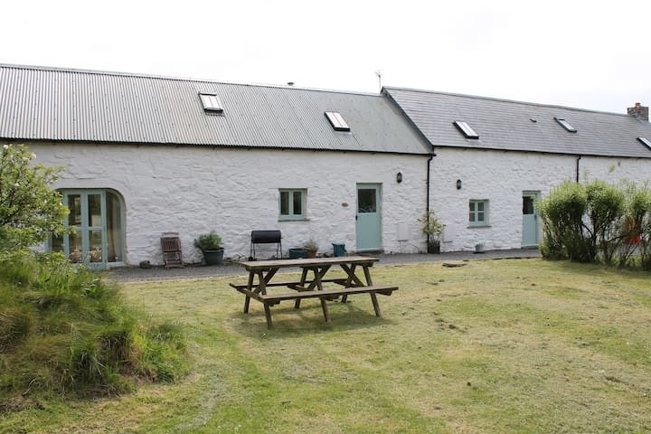 The Barn, spacious 3 bed Cottage for upto 10