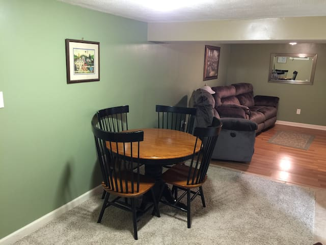 Private, Quiet, Comfortable, Roomy - Huntington - Daire