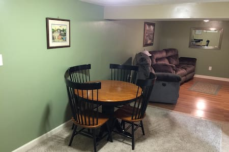 Private, Quiet, Comfortable, Roomy - Huntington - Appartement