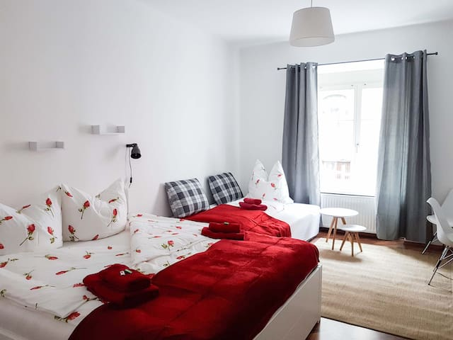 """Central and comfy, max4 pers.""""Sonnenburg"""" at S14, - Innsbruck - Appartement"""