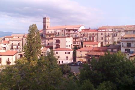 Panorama e comodita' nel borgo - Rende - Wohnung