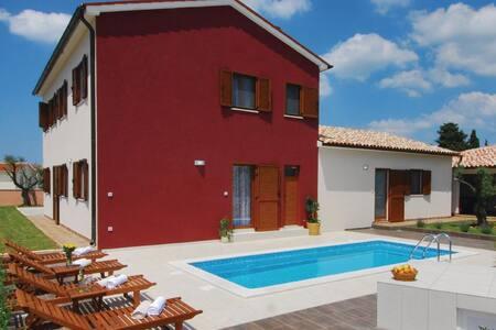 4 Bedrooms Home in Stokovci - Stokovci