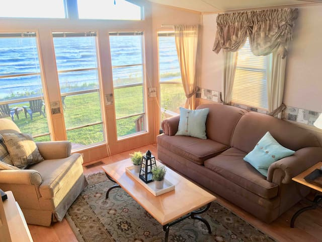 Beachfront at Sherkston, sleeps 6, with golf cart
