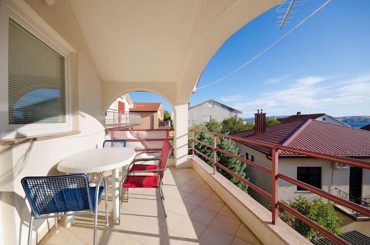 One bedroom Apartment, 200m from city center, seaside in Karlobag, Terrace