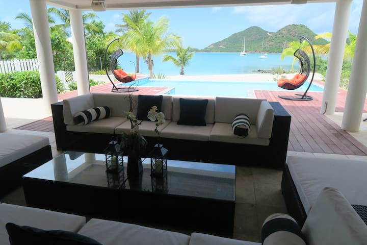 Luxurious Beachfront Villa - Jolly Harbour - House