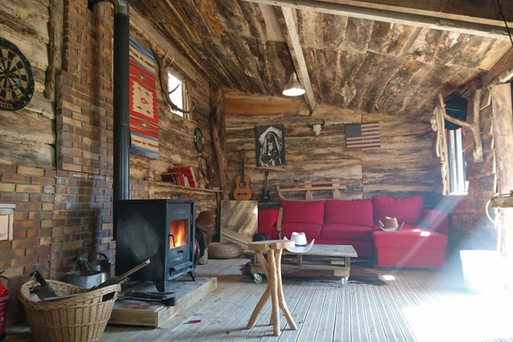 Le salon et son poêle à bois